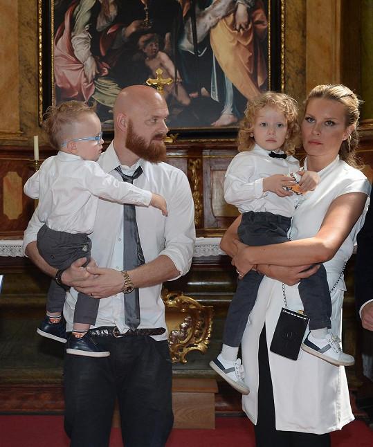 S manželem Karlem Vágnerem má Simona syny Maxe a Bruna.