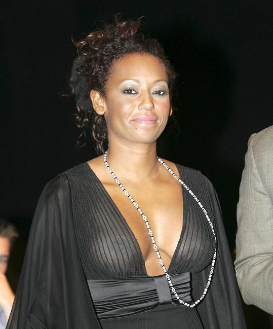 Zpěvačka v roce 2005