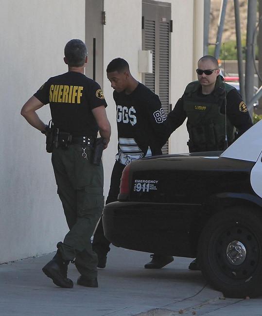 Policie zatkla rappera za držení drog v domě Justina Biebera.