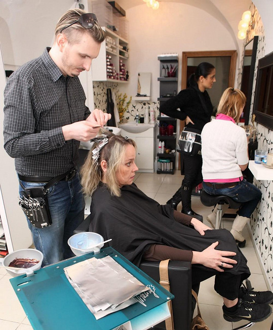 Veronika své vlasy svěřila do rukou Martina Žifčáka.