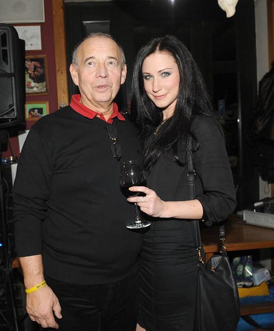 Ivan Vyskočil dorazil s láskou na vánoční večírek.