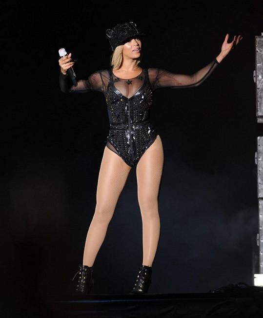 Beyoncé vystřídala několik kostýmů.