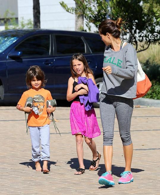 Brooke Burke zrovna vezla své děti do školy.