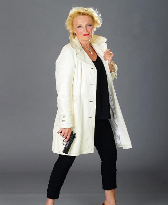 Regina Rázlová jako šéfka modelingové agentury Bety ve filmu Modelky s.r.o.