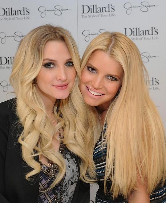 Ashlee se svou slavnější sestrou Jessicou
