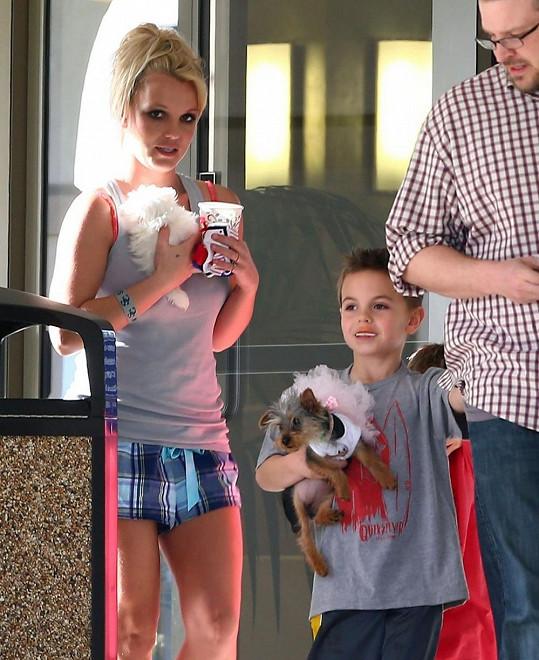 Britney Spears si nakonec také odnesla roztomilé mládě.