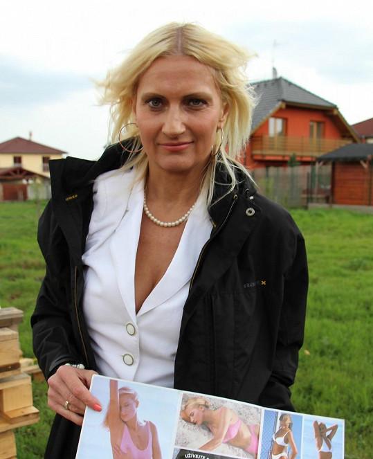Sympatická blondýnka pomáhá Macurovi s projektem azylových chaloupek. Jejich kamarádství postupně přerostlo v lásku.