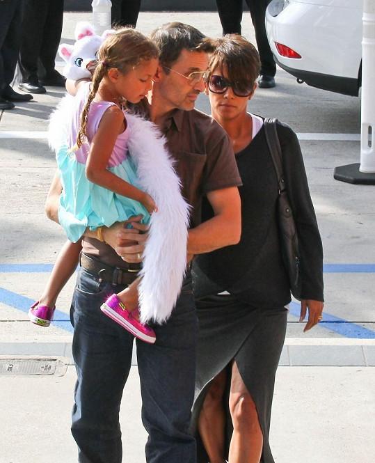 Halle Berry s manželem Olivierem Martinezem a dcerou Nahlou