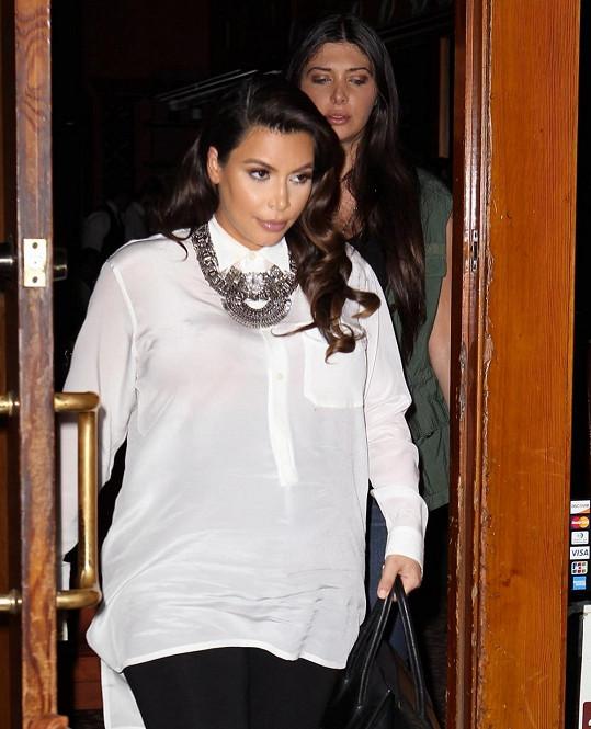Kim Kardashian se brzy stane maminkou.