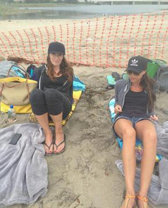 Beckham však sdílela i fotografii z nepříliš luxusně vypadající pláže v Malibu.