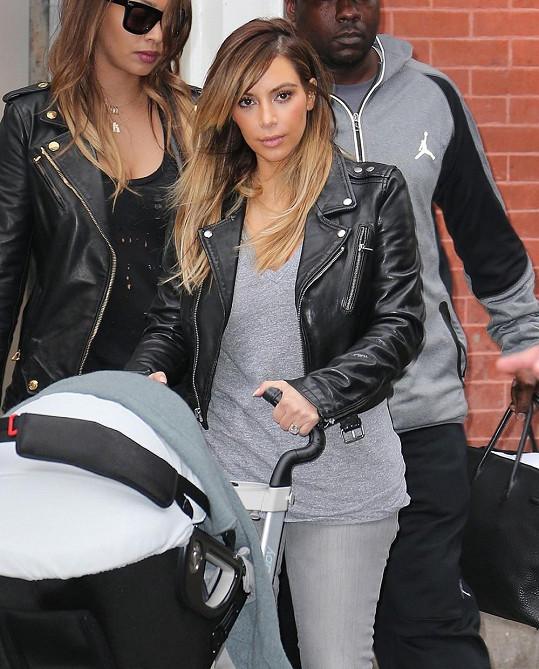 Maminka Kim Kardashian výjimečně viděna s kočárkem