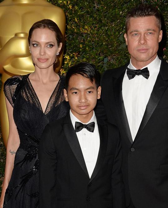 Angelina Jolie s Bradem Pittem a adoptivním synem Maddoxem