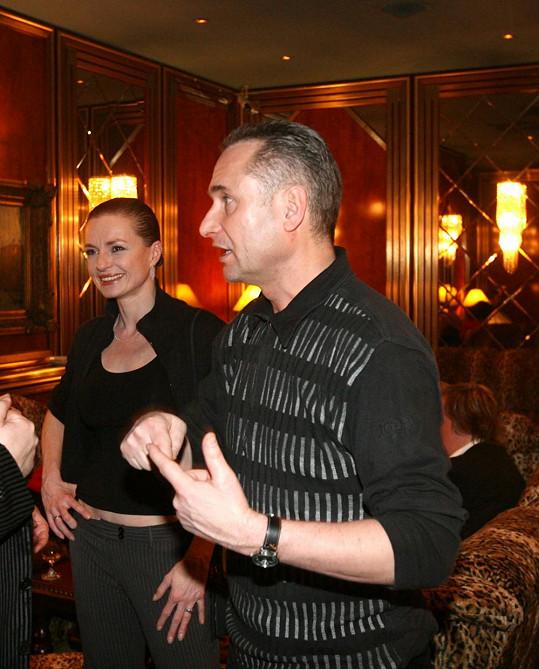 Richard Hes se svojí dlouholetou přítelkyní Marcelou Karleszovou, se kterou má dvě děti.
