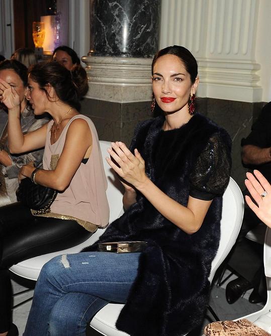 Eugenia si ihned obklékla norkovou vestu od návrhářky Ivany Mentlové za 150 tisíc.