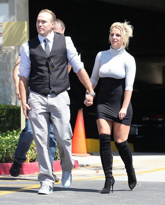 Britney Spears a David Lucado na cestě do kostela