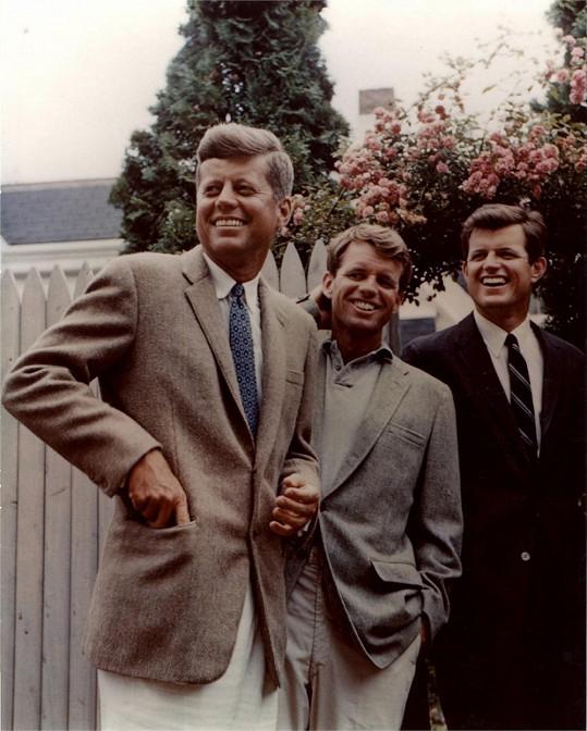 Podoba se nezapře. Bobby s bratry Johnem a Tedem.