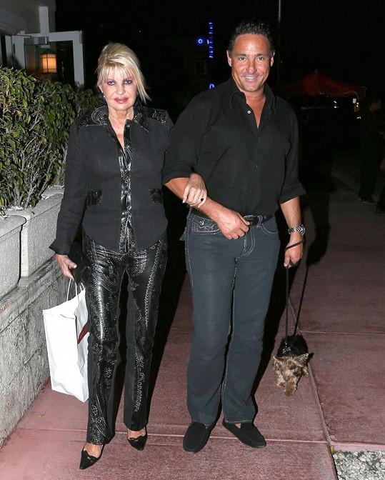 Ivana Trump a její pohledný Ital Marc Antonio Rota.