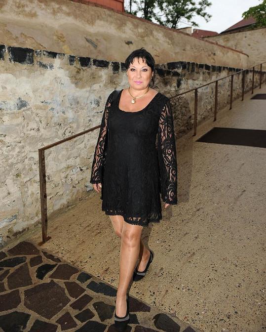 Pak se přesula do restaurace na bastionu pražských hradeb.