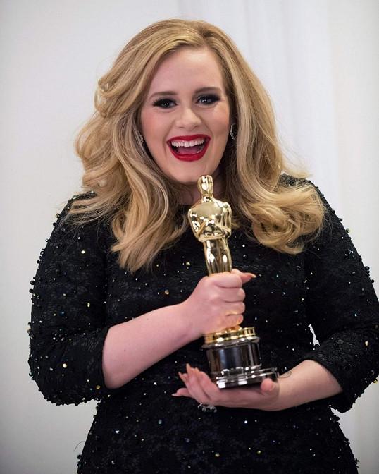 Skyfall od Adele se podle očekávání stal nejlepší filmovou písní.