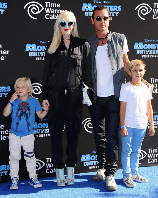 Stefani s manželem a jejich syny.