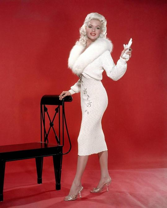 Jayne Mansfield se snažila dostihnout Marilyn. Povedlo se jí to až na konci života, tragickou smrtí.