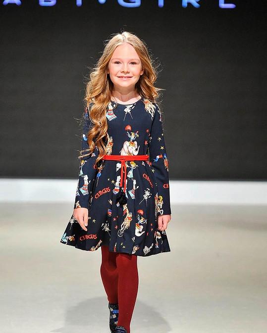 Osmiletá Milana je hvězdou sociálních sítí a modelkou.