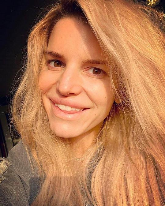 Jessica se pochlubila selfie bez make-upu.