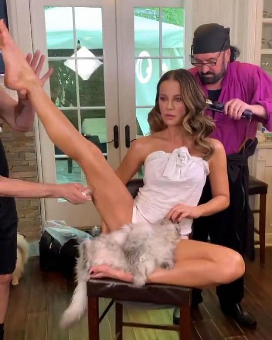 Kate Beckinsale pobavila sledující domácím videem.