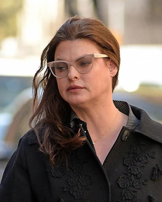 Linda Evangelista v civilu na záběru z letošního dubna.