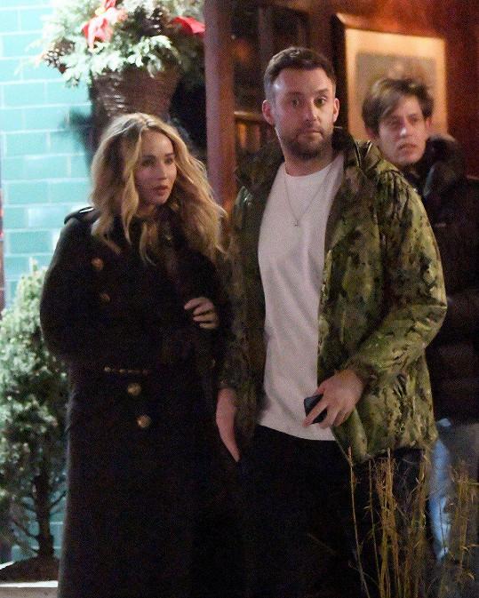 Zasnoubit se měli během večeře v New Yorku.