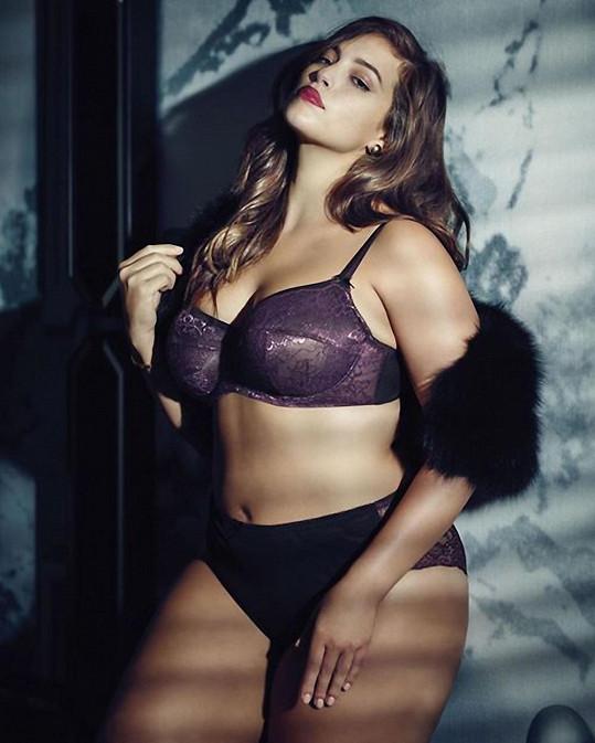 Ashley patří k nejlépe placeným plus size modelkám.