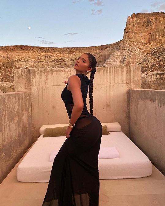 Kylie může být celá zahalená, a i tak bude neskutečně sexy.