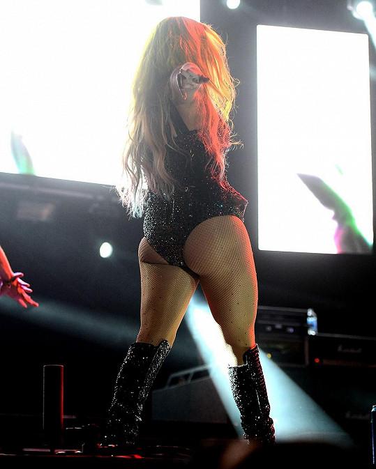 Takhle Kesha řádí na koncertech.
