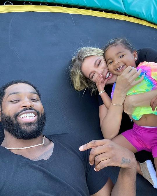 ...i s otcem dcery, basketbalistou Tristanem Thompsonem.