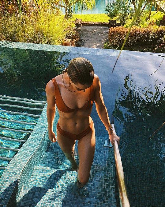 Rosie Huntington-Whiteley ukázala dokonalou figuru v bikinách.