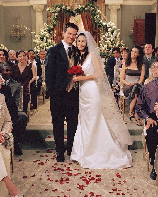 Láska s Richardem skončila zlomenými srdci, ta s Chandlerem svatbou.