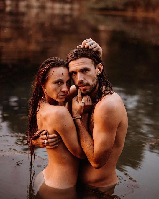 Pár tvoří od roku 2018. Ona je z Belgie, on z Anglie a dohromady se dali ve Španělsku.