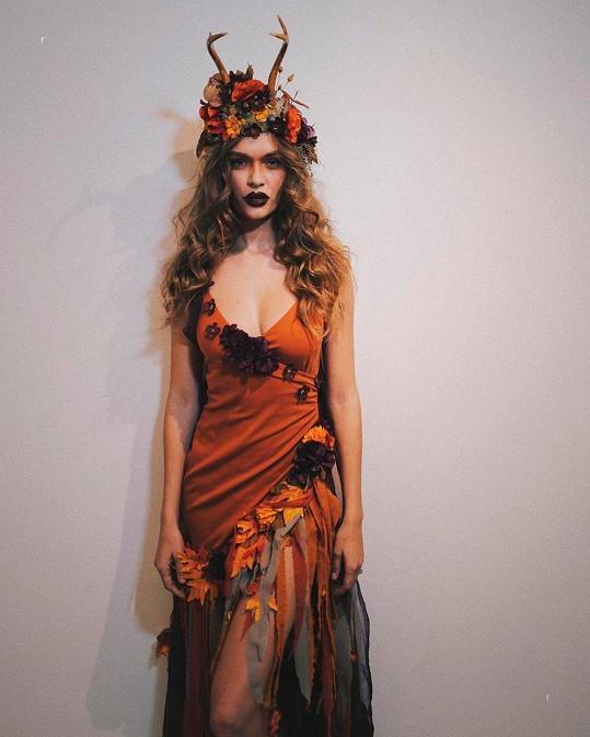 Modelka Josephine Skriver jako bohyně podzimu