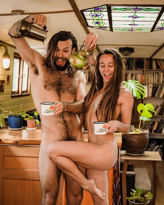 Tanečníci Silke Muys a Kieran Shannon zavedli na společném profilu nahé pátky.