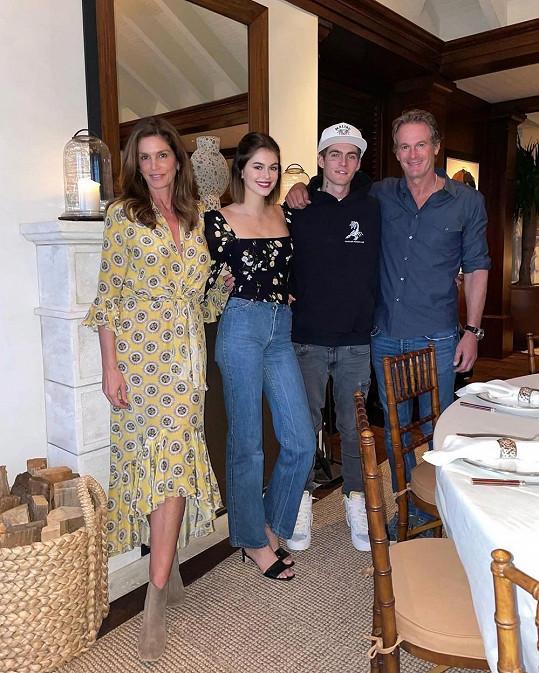 Manželé se svými dvěma dětmi, dcerou Kaiou a synem Presleym