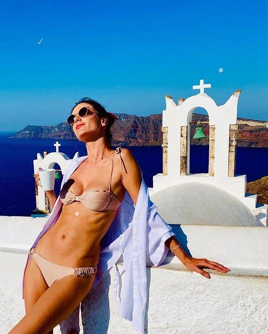 Slavná modelka si užívá v Řecku.