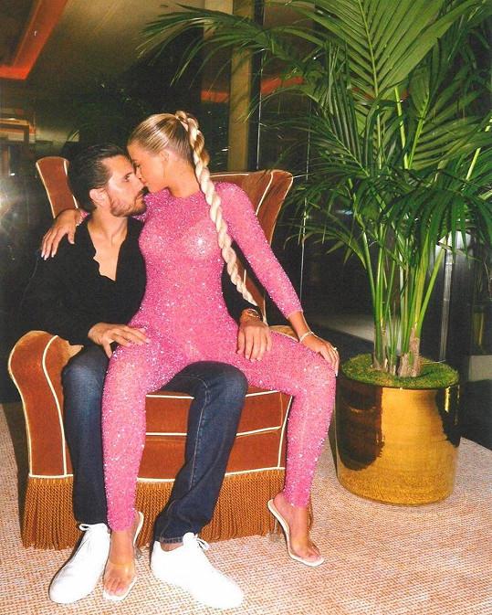 Sofia Richie je partnerovi oporou, randí spolu už tři roky.