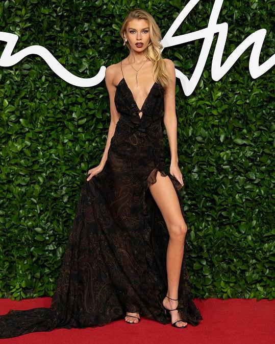 Stella Maxwell vyrazila v sexy outfitu.
