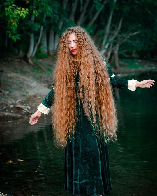 Alena Mazanik má vlasy dlouhé téměř 130 cm.