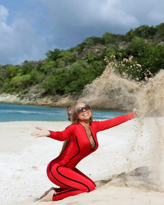 Mariah Carey posílá pozdravy z Ponde Beach.