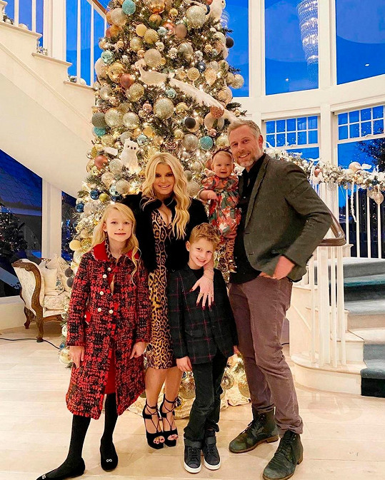 Jessica Simpson s manželem a dětmi