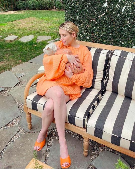 Emma Roberts se synem