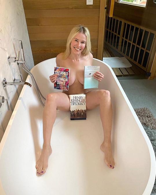 Chelsea Handler propaguje literaturu netypickým způsobem.