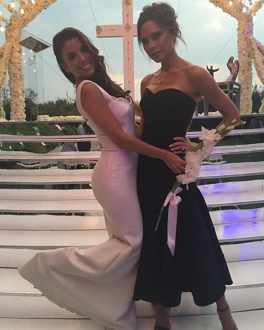 Eva Longoria se svou věrnou kamarádkou a návrhářkou jejích svatebních šatů