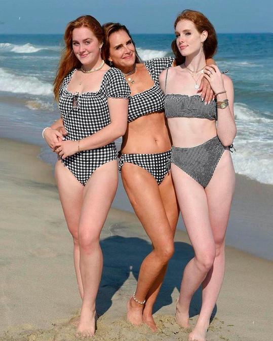 Hollywoodská ikona a její dcery. Zleva: Rowan Francis, Brooke Shields a Grier Hammond.